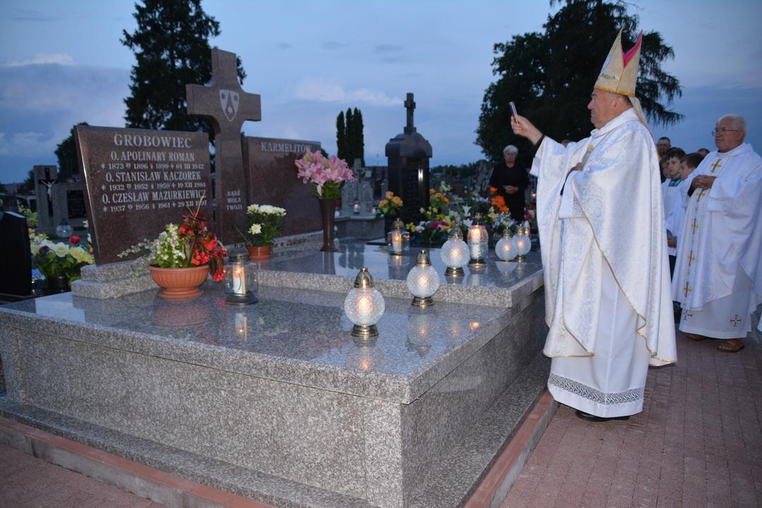 Wigilijna Msza Odpustowa MB Szkaplerznej na cmentarzu parafialnym