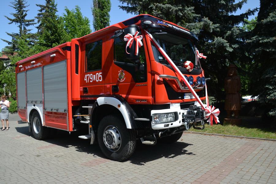 Poświęcenie nowego wozu strażackiego